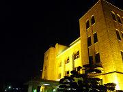 ライトの光に照らされた建物フリー素材